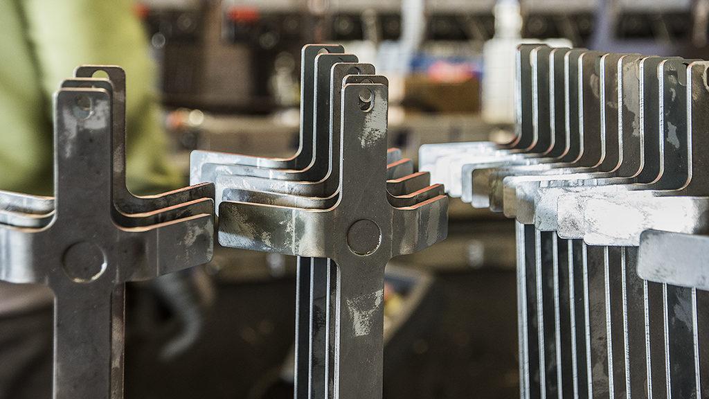 Detailansicht Abkanten - alpin production GmbH & Co Vertriebs KG - Untergriesbach