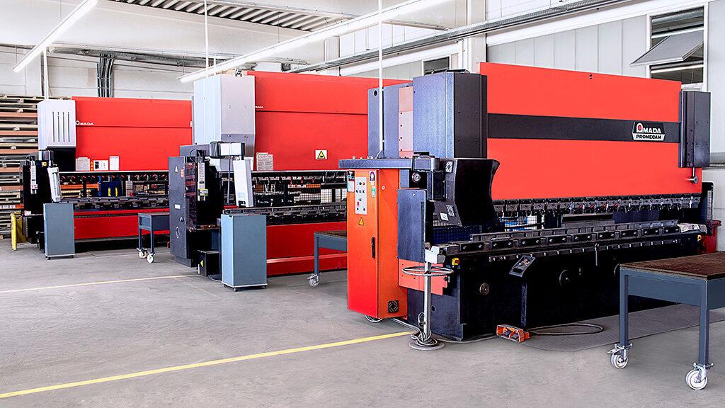 Maschinenreihe Amada - alpin production GmbH & Co Vertriebs KG - Untergriesbach